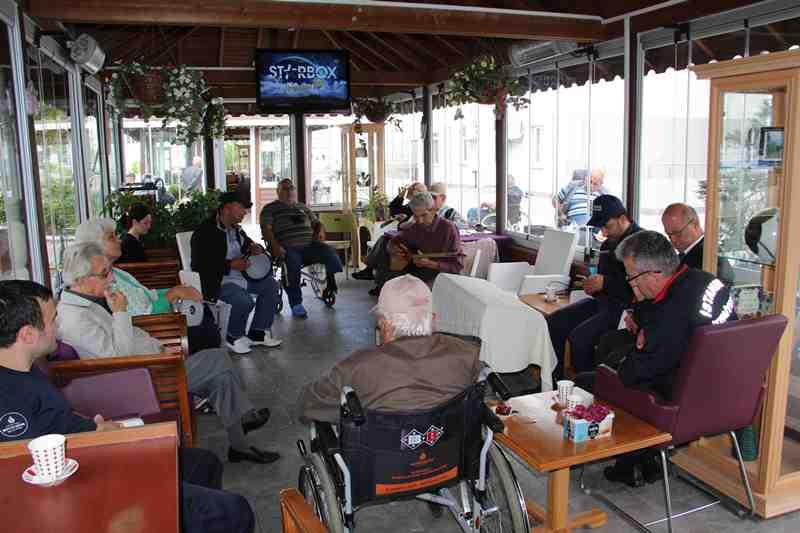 Teşkilatımızdan Şişli ve Kayışdağı Darülaceze ile Sultangazi Huzurevi ve Yaşlı Bakım Evi sakinlerine anlamlı ziyaret - Haberler - İstanbul İtfaiyesi