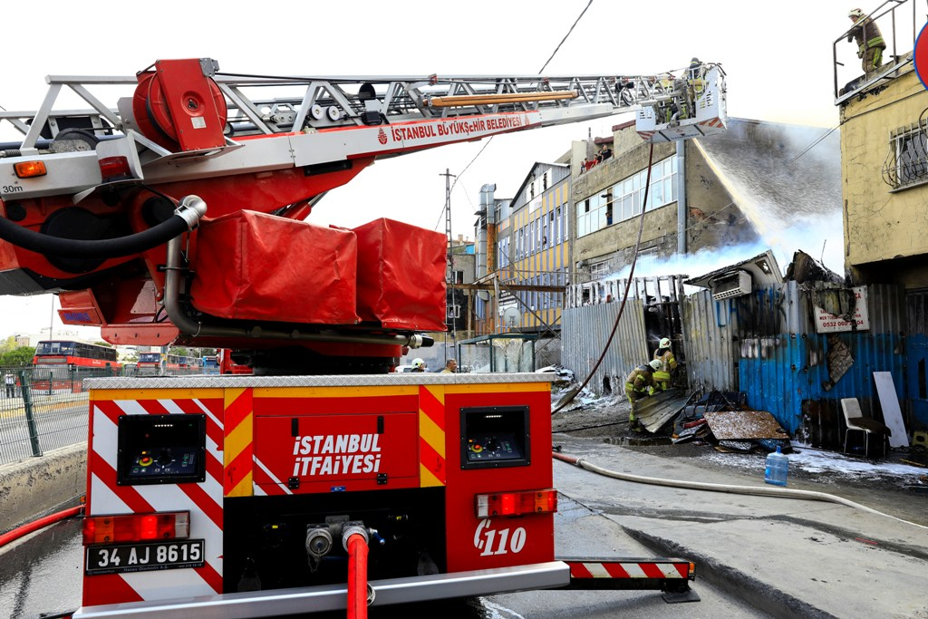 Workplace fire in Sultangazi  - News - Istanbul Fire Department
