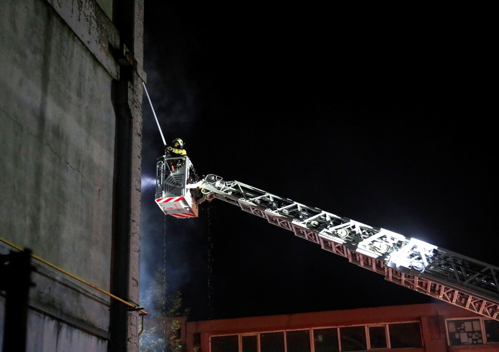 Workplace fire in Esenyurt - News - Istanbul Fire Department