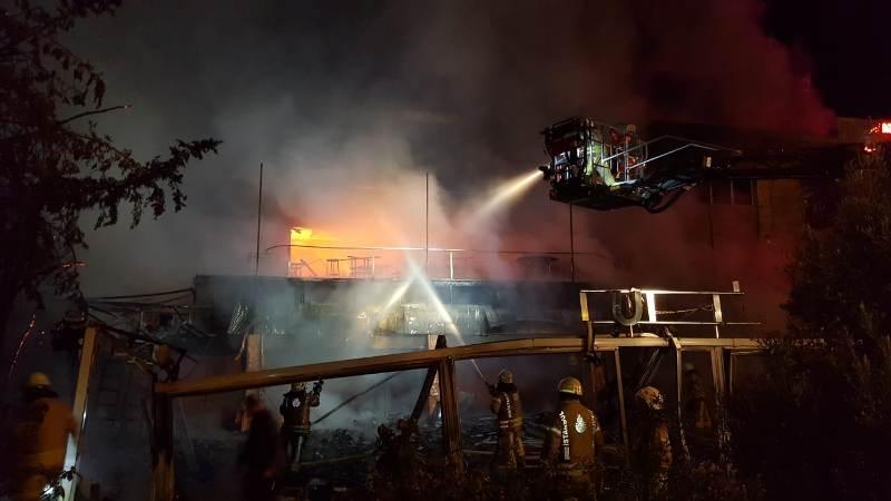 Ataşehirde işyeri yangını - Haberler - İstanbul İtfaiyesi