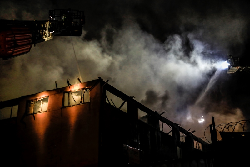 Factory fire in Sultanbeyli - News - Istanbul Fire Department