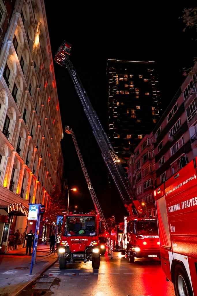 Şişlide otel yangını - Haberler - İstanbul İtfaiyesi