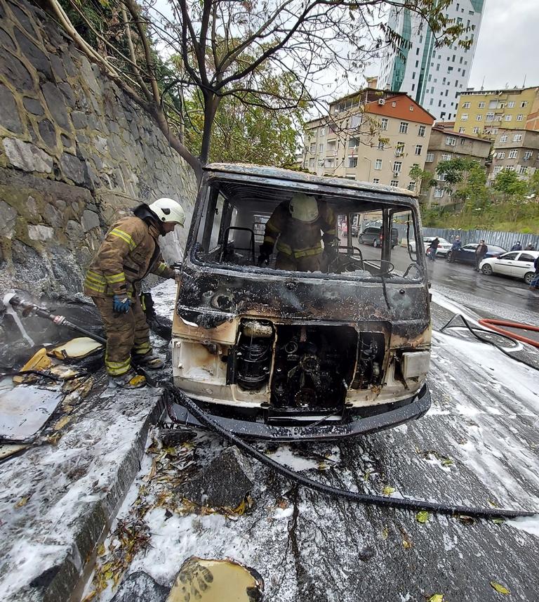 Şişlide araç yangını - Haberler - İstanbul İtfaiyesi