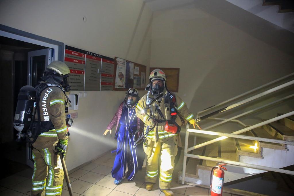 Fatihte elektrik yangını - Haberler - İstanbul İtfaiyesi