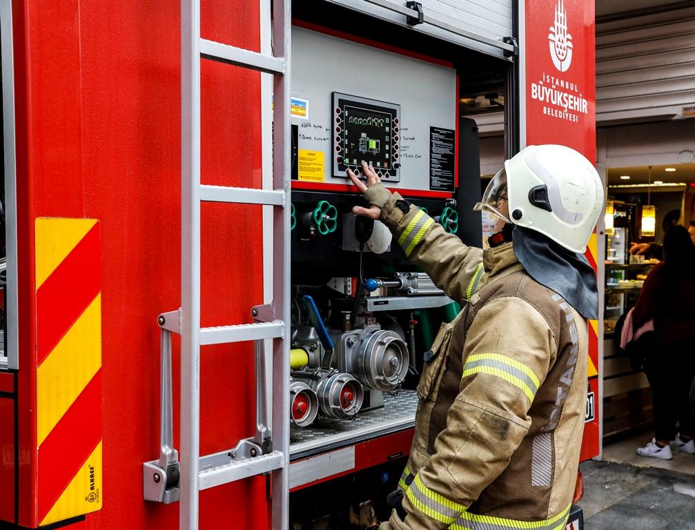 Fatihte işyeri yangını - Haberler - İstanbul İtfaiyesi