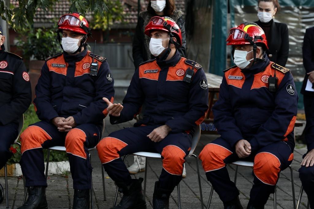 İmamoğlundan Kahraman İtfaiyecilere ziyaret:  İyi ki varsınız...  - Haberler - İstanbul İtfaiyesi