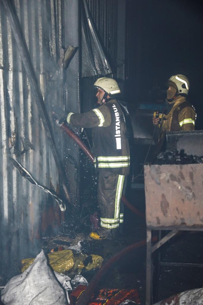 Eyüpsultanda iş yeri yangını - Haberler - İstanbul İtfaiyesi