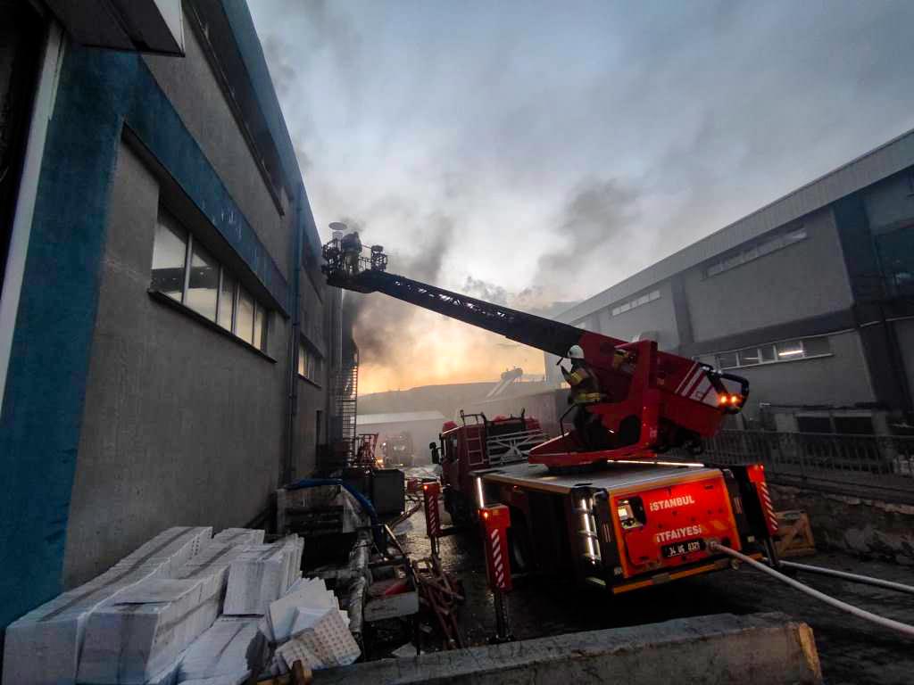 Çatalcada fabrika yangını - Haberler - İstanbul İtfaiyesi
