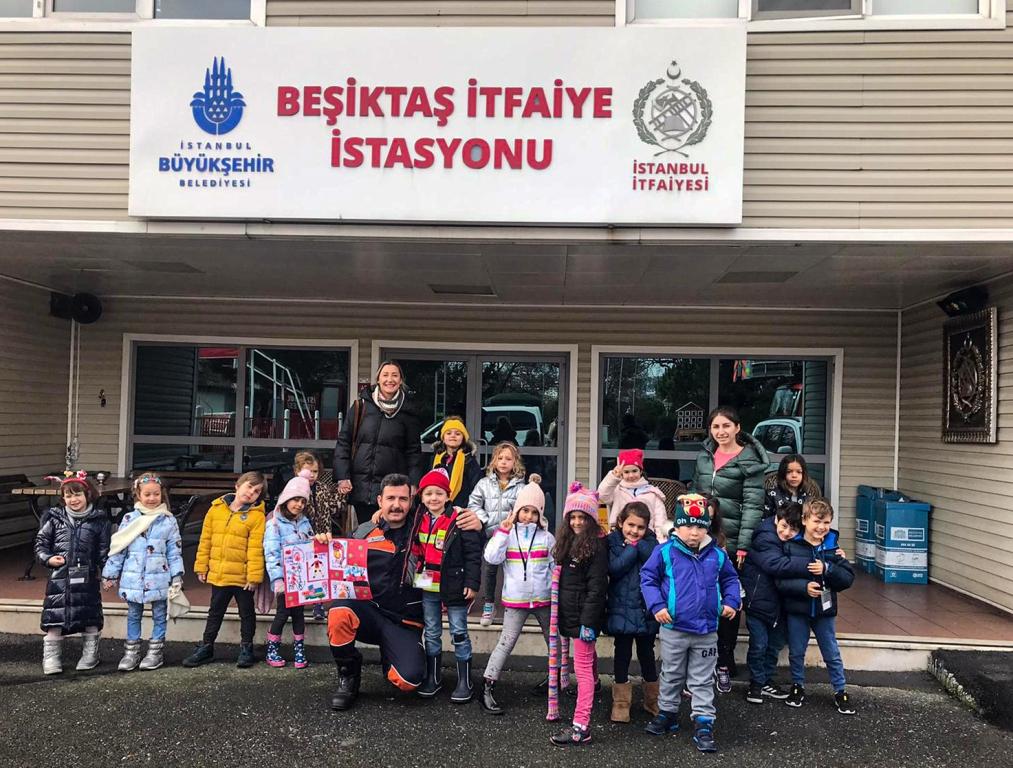 Anaokulu öğrencileri Beşiktaş İtfaiye istasyonumuzu ziyaret etti - Haberler - İstanbul İtfaiyesi