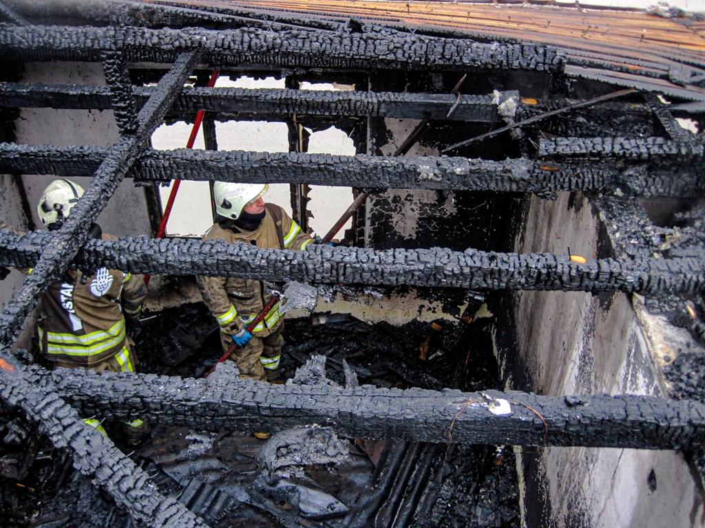 Bakkalköyde çatı yangını - Haberler - İstanbul İtfaiyesi