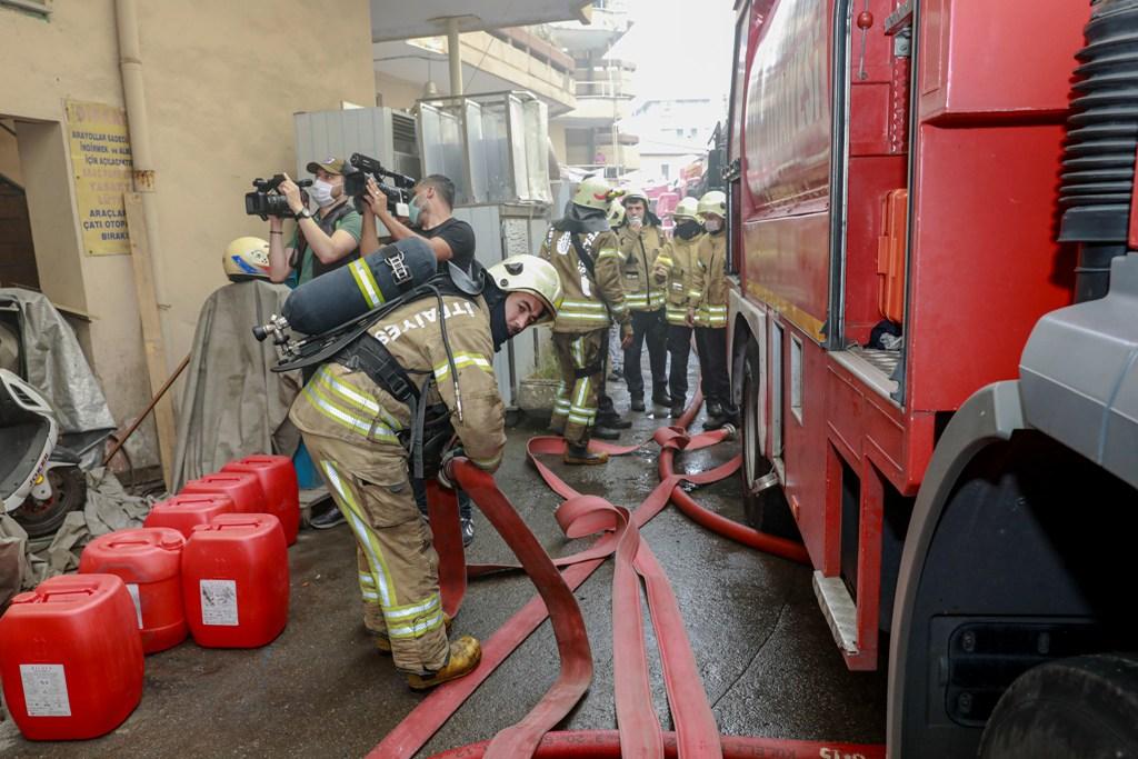 Zeytinburnunda bodrum kat yangını - Haberler - İstanbul İtfaiyesi