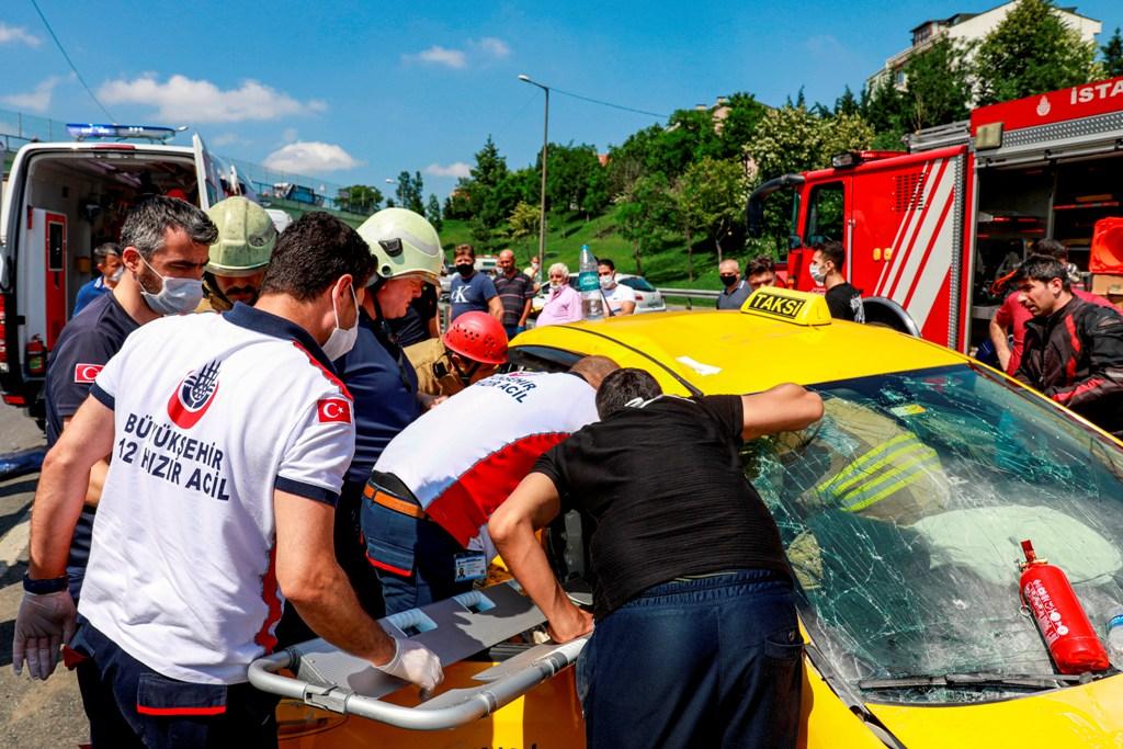 Kağıthanede trafik kazası - Haberler - İstanbul İtfaiyesi