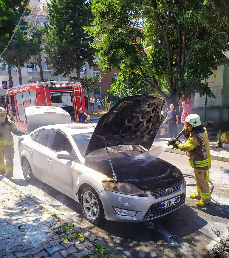 Kavacıkta araç yangını - Haberler - İstanbul İtfaiyesi