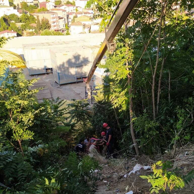 Mahsur kalan büyükbaş hayvanı kurtardık - Haberler - İstanbul İtfaiyesi