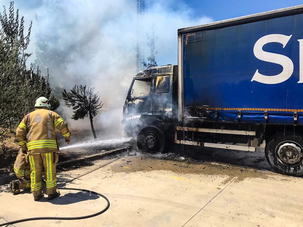 Silivride tır yangını - Haberler - İstanbul İtfaiyesi