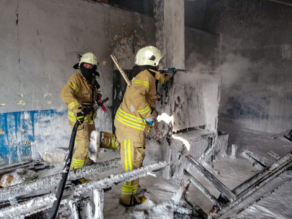 Kartalda iş yeri yangını - Haberler - İstanbul İtfaiyesi