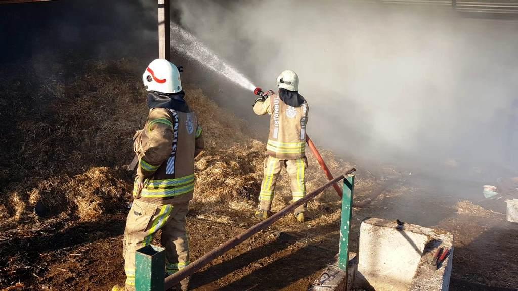 Sultanbeylide  samanlık yangını - Haberler - İstanbul İtfaiyesi