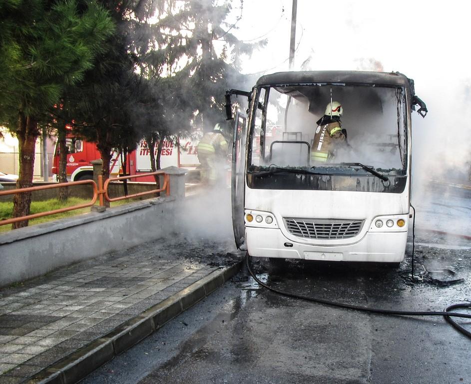 Silivride araç yangını - Haberler - İstanbul İtfaiyesi