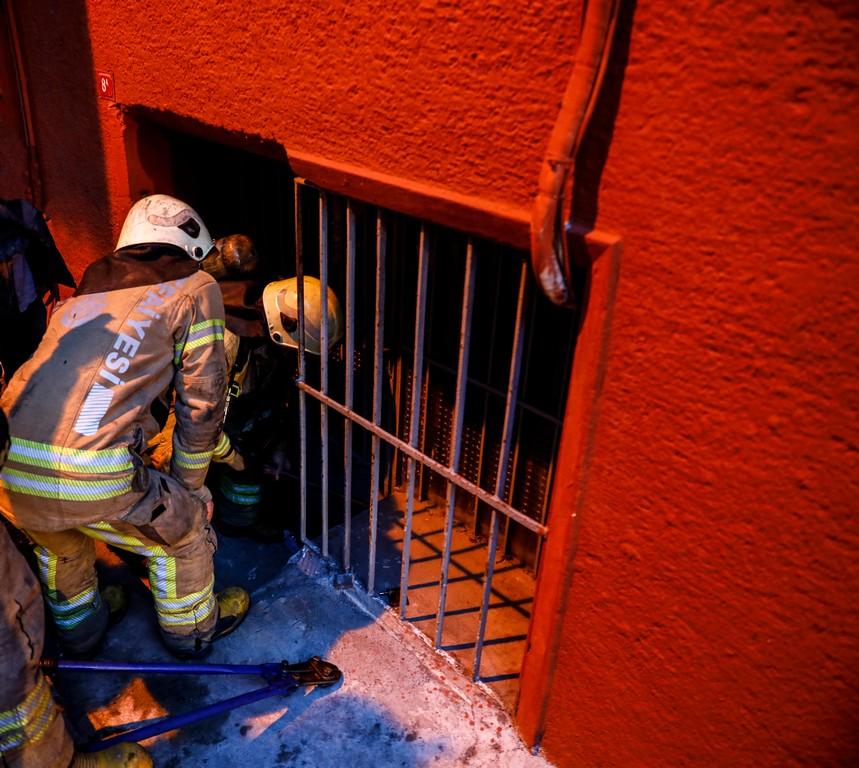 Eminönüde işyeri yangını - Haberler - İstanbul İtfaiyesi