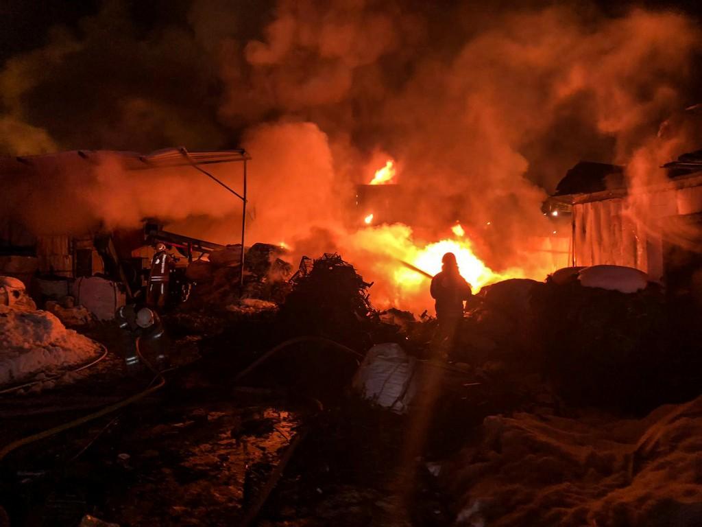 Ümraniyede geri dönüşüm tesisi yangını - Haberler - İstanbul İtfaiyesi