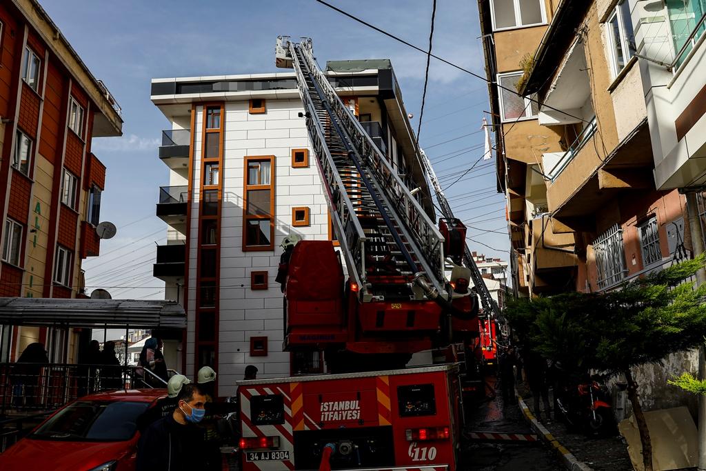 Eyüpsultanda çatı yangını - Haberler - İstanbul İtfaiyesi